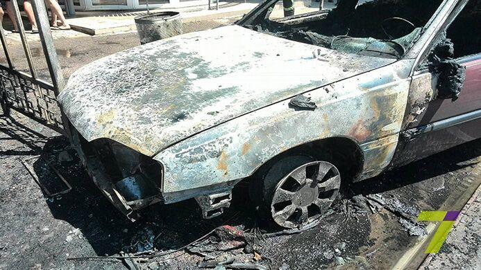 Голливуд отдыхает: посреди Одессы автомобиль вспыхнул на ходу