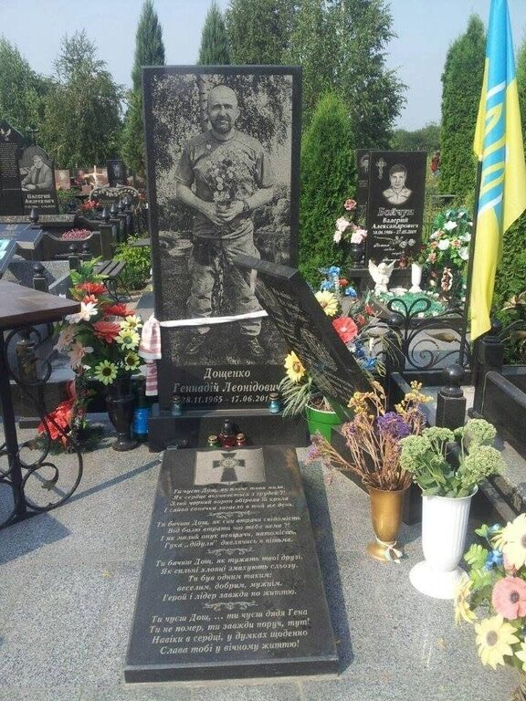 В Кривом Роге вандалы повалили памятники двум бойцам АТО