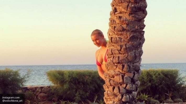 Шпагат, микробикини и голая попа: Волочкова возмутила блогеров снимками из Греции