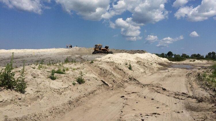 СМИ узнали, кто и как наживается на добыче песка под Киевом