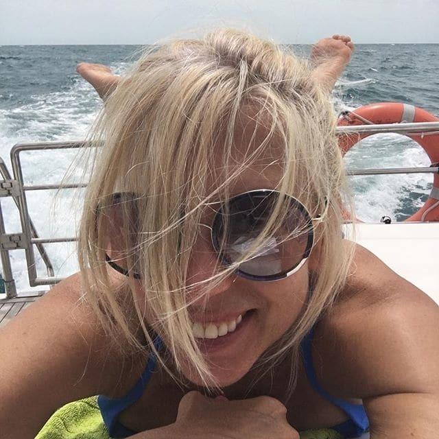 53-летняя Алена Свиридова поразила фигурой в купальнике