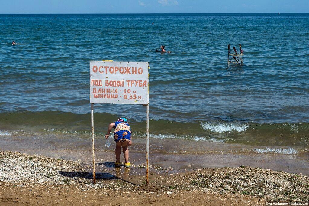 """""""Поехать сюда можно только от безысходности"""": Варламов показал пустые пляжи Крыма"""