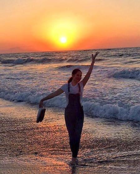 45-летняя Литовченко похвасталась фигурой в купальнике на пляже в Греции