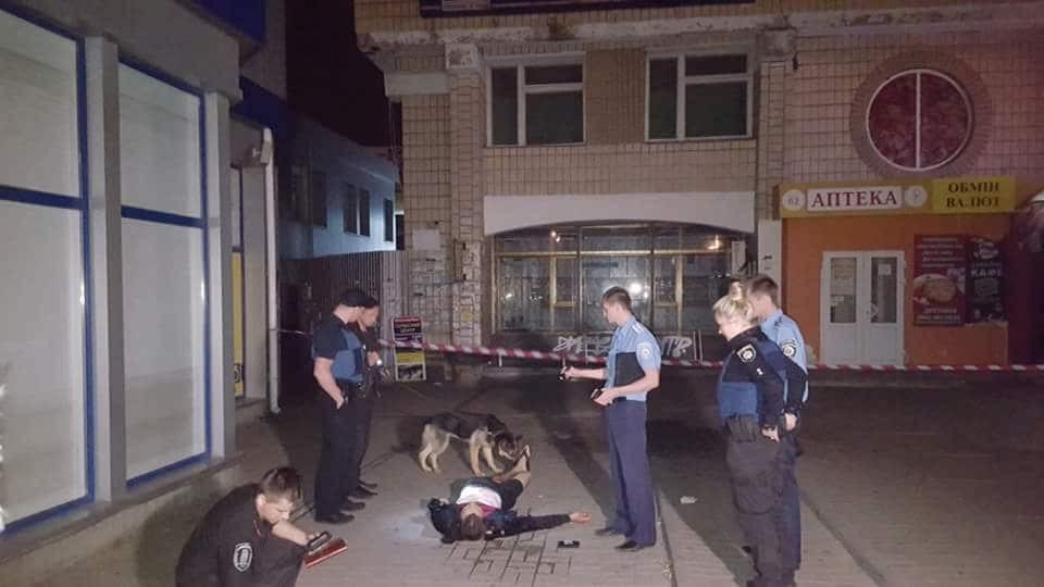 В Киеве ночью посреди улицы убили мужчину