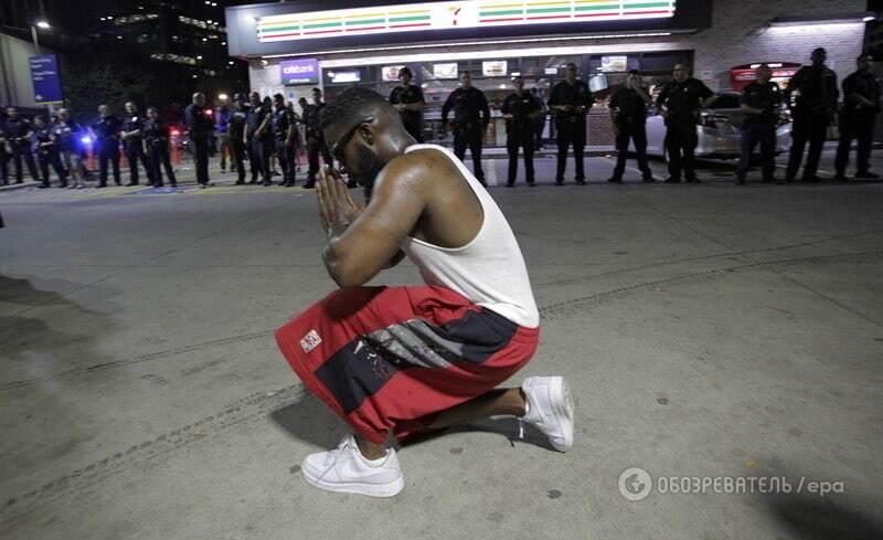 В США на акции против убийств темнокожих застрелили пятерых копов