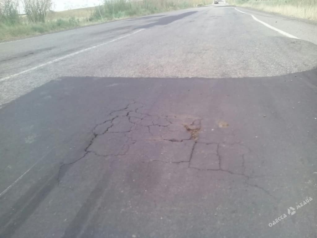 """И так сойдет: на Одесчине отремонтированная дорога """"прожила"""" три дня"""