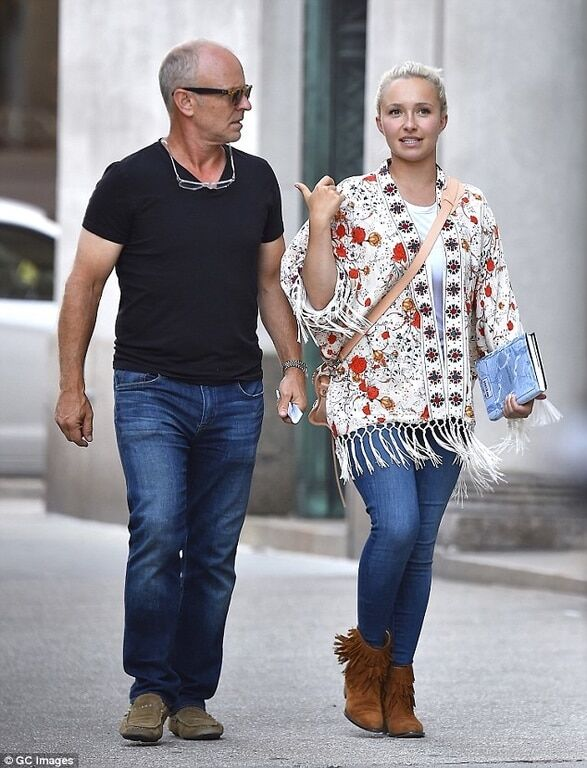 Невеста Кличко после лечения от депрессии прогулялась по Нью-Йорку