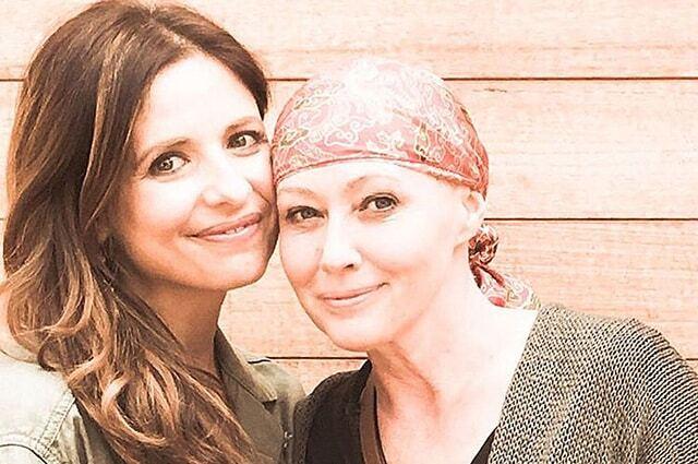 """""""Она борется за жизнь"""": Сара Мишель Геллар о больной раком Шэннен Доэрти"""