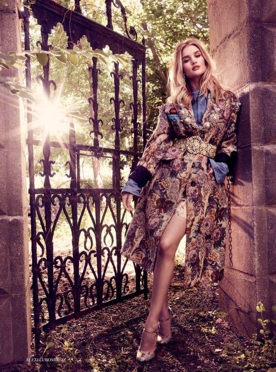 Волшебная Роузи: возлюбленная Джейсона Стэтхэма украсила обложку Harper's Bazaar