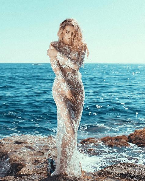 """Экс-""""ВИА Гра"""" надела прозрачное платье на голое тело"""