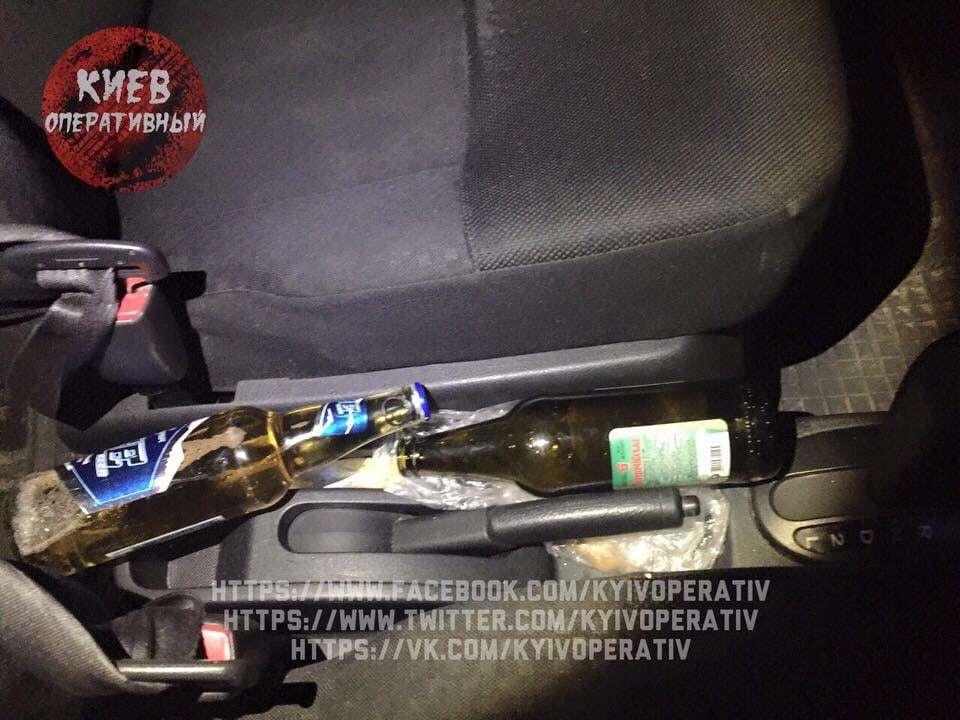 Плевать на закон: в Киеве полицейская попалась пьяной за рулем