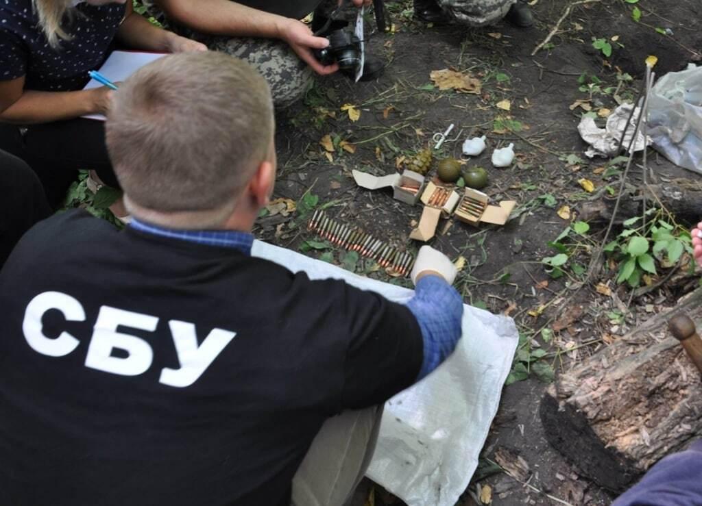 СБУ нашла тайник с оружием в Житомире