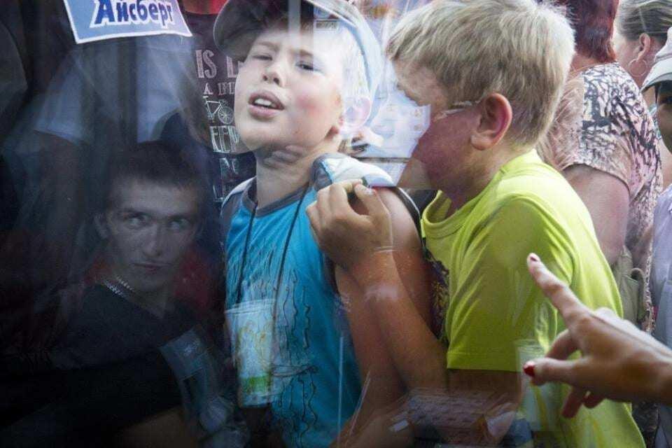Не хватает лопаты: в российском Томске устроили давку во время открытия McDonald's