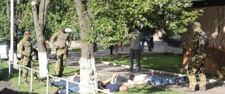 Патрули, спецназ и 5 задержанных: в центре Полтавы провели спецоперацию