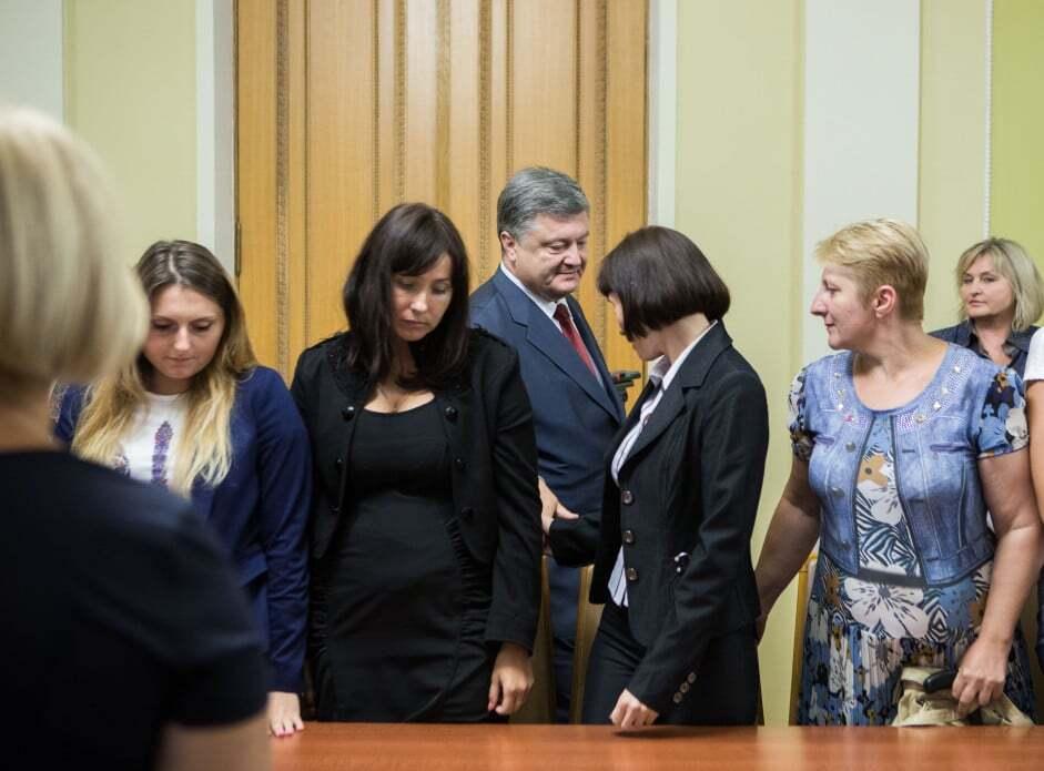 Порошенко встретился с матерями и женами пленных украинцев