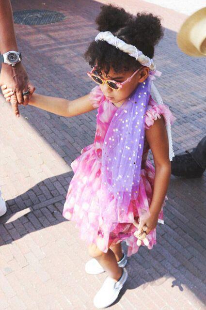 Мамина радость: Бейонсе поделилась новыми снимками подросшей дочери
