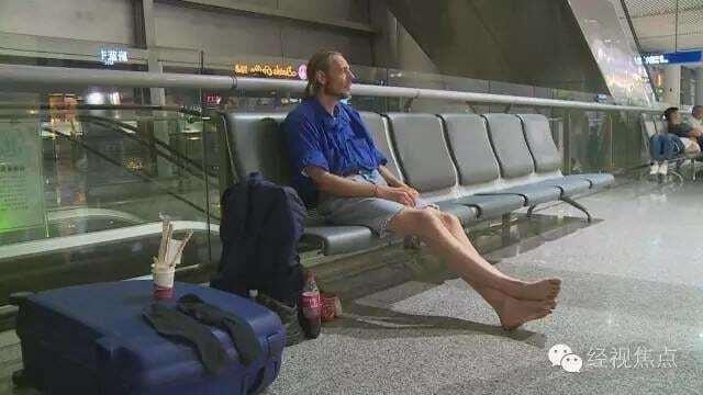 Голландец прождал 10 дней в аэропорту Китая девушку из сайта знакомств