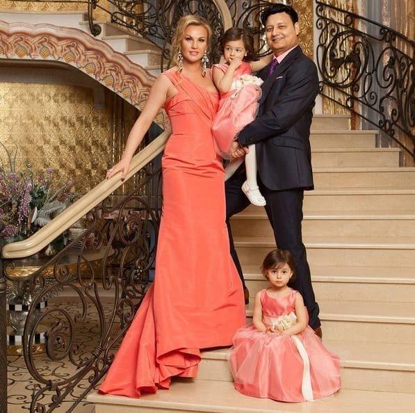 Семейная идиллия: Камалия с мужем и дочерьми отдохнула на яхте