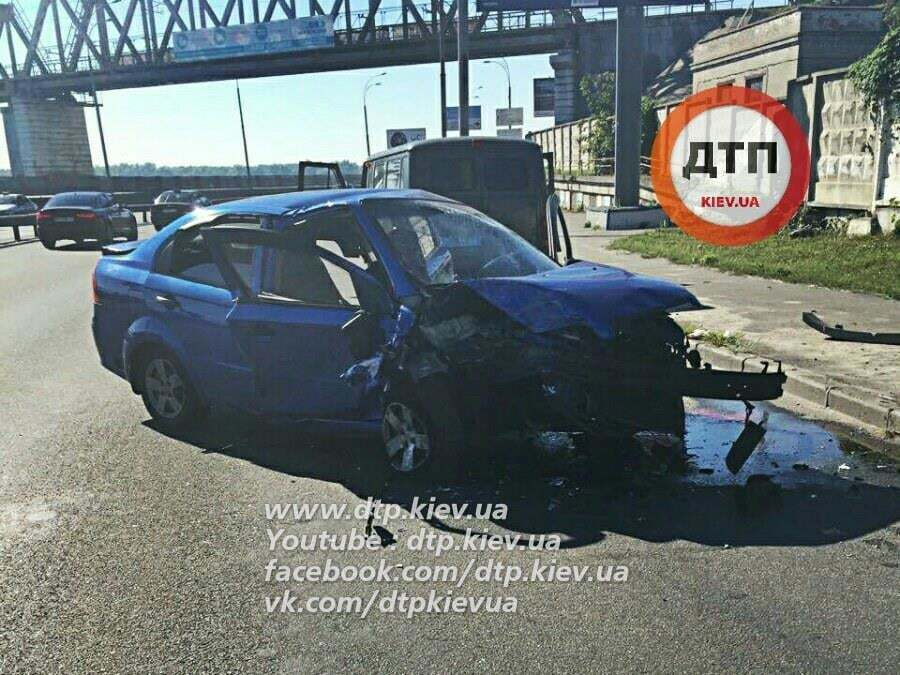 В Киеве таксист уснул за рулем: погибла пассажирка