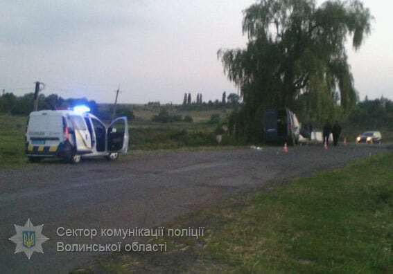 Под Луцком авто влетело в бетонный отбойник: семь пострадавших