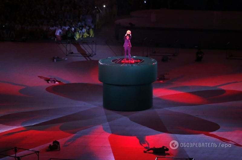 Прем'єр-міністр Японії вбрався героєм відеоігор і вистрибнув з труби на церемонії закриття Олімпіади