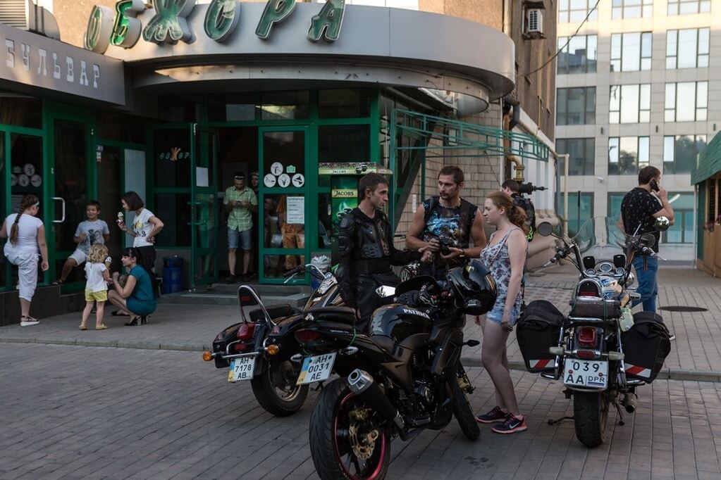"""""""Все делают вид, что война далеко"""": в сети показали, как живет оккупированный Донецк"""