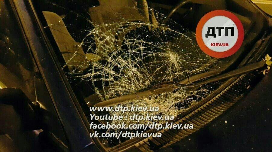 Пьяное ДТП в Киеве: военный бросился под машину