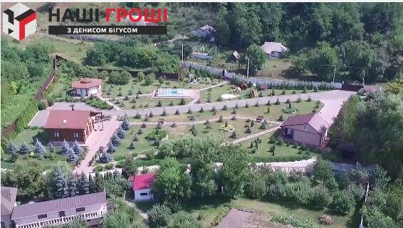 Замість страусів - кури: ЗМІ спіймали екс-заступника Авакова на приховуванні величезного маєтку під Києвом
