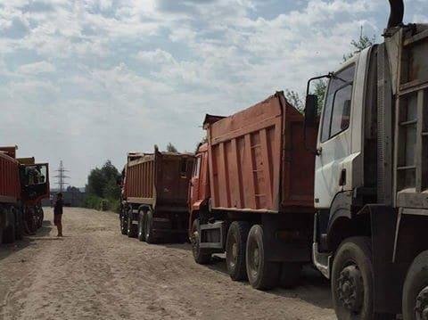 Незаконная добыча песка на Киевщине: в Ходосовке опять скандал