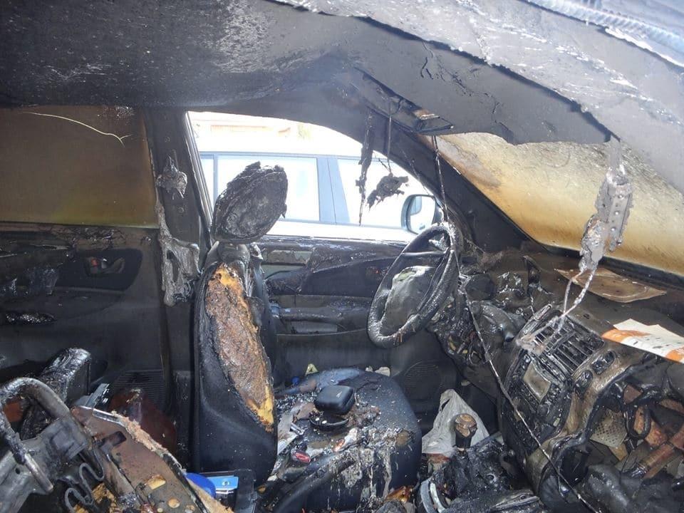 В Киеве сожгли автомобиль известного догхантера