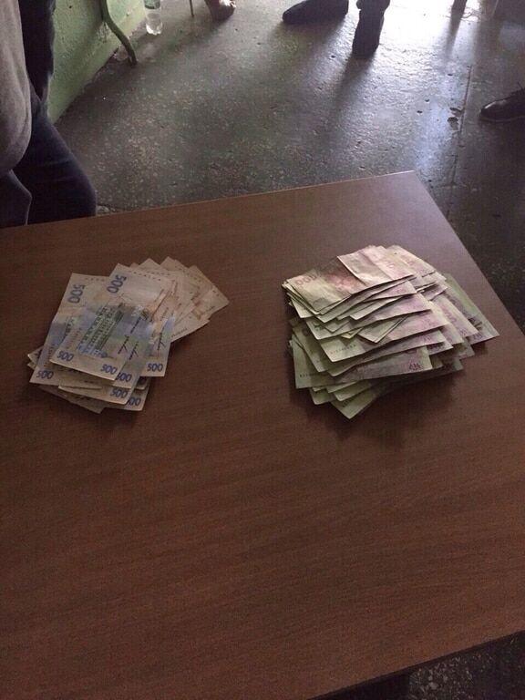 В Киеве за взятку в 50 тыс. грн задержали чиновника Госгеоконтроля