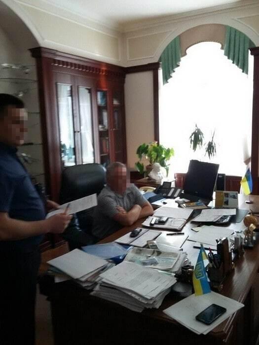 В Киеве СБУ задержала на крупной взятке и.о. ректора НАУ