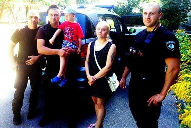 В Киеве полицейский нашел мальчика-потеряшку