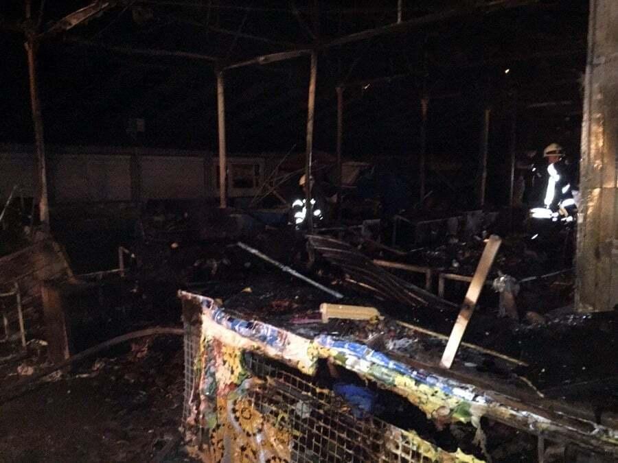 Ночной пожар на киевском рынке: стали известны подробности
