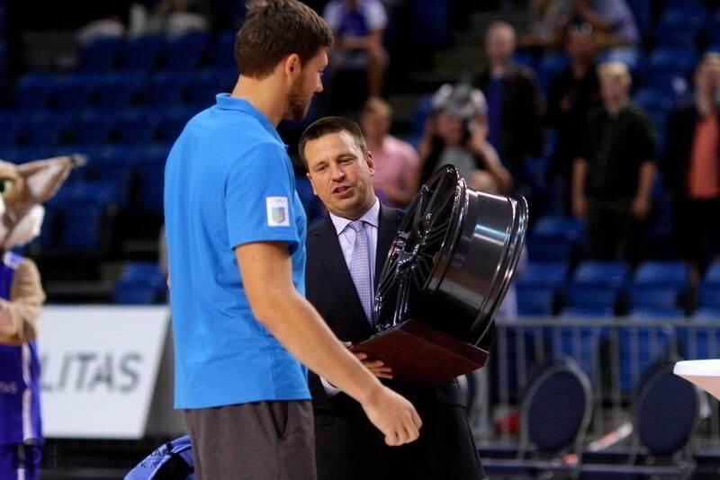 Кравцов получил диск колеса в награду за выигранный турнир