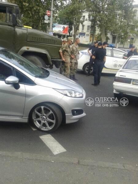 В Одессе армейский грузовик влетел в легковушку
