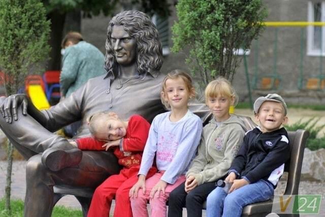 В Луцке появилась замена скандальному памятнику Кузьме Скрябину