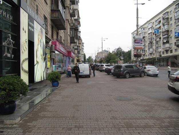 В Киеве грабитель напал на кассира обменника