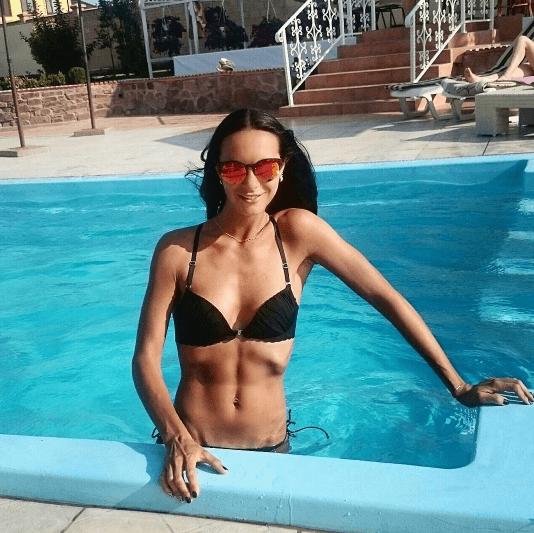 Сексуальный коп: Людмила Милевич похвасталась ярким купальником