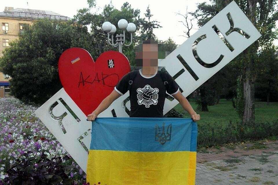 Плюнули в душу Плотницкому: в Луганске средь бела дня развернули украинский флаг