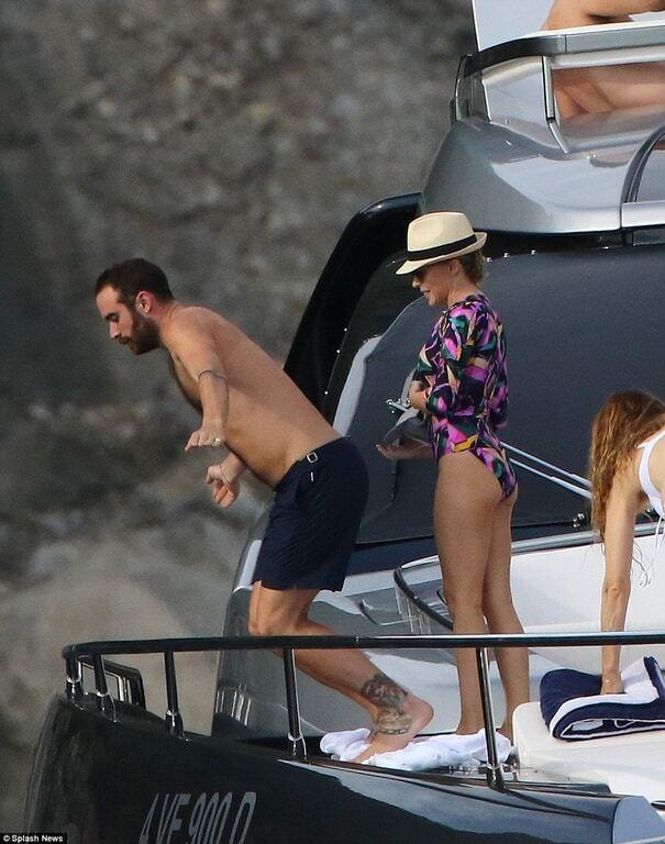 48-летняя Кайли Миноуг показала фигуру в купальнике на отдыхе с женихом в Италии