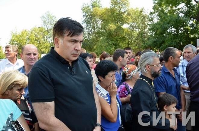 Трагедія у Лощинівці: у селі попрощалися з убитою дівчинкою