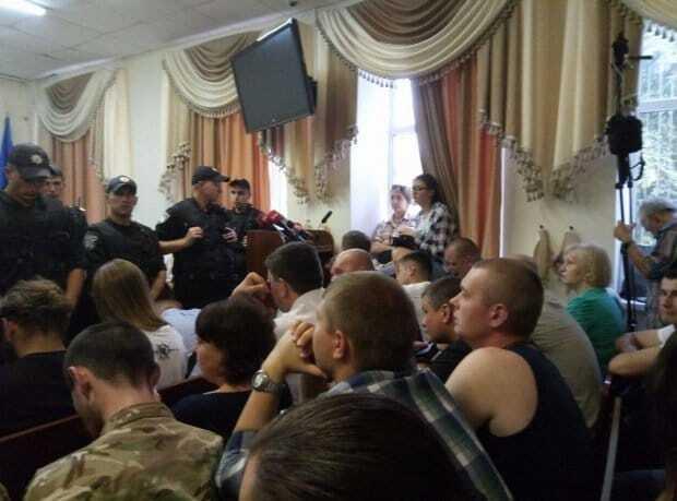 Суд по делу теракта под Радой: в Киеве произошли столкновения в зале суда