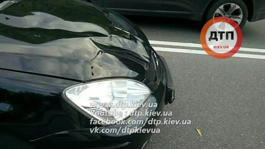 В центре Киева автомобиль сбил насмерть женщину, перебегавшую дорогу