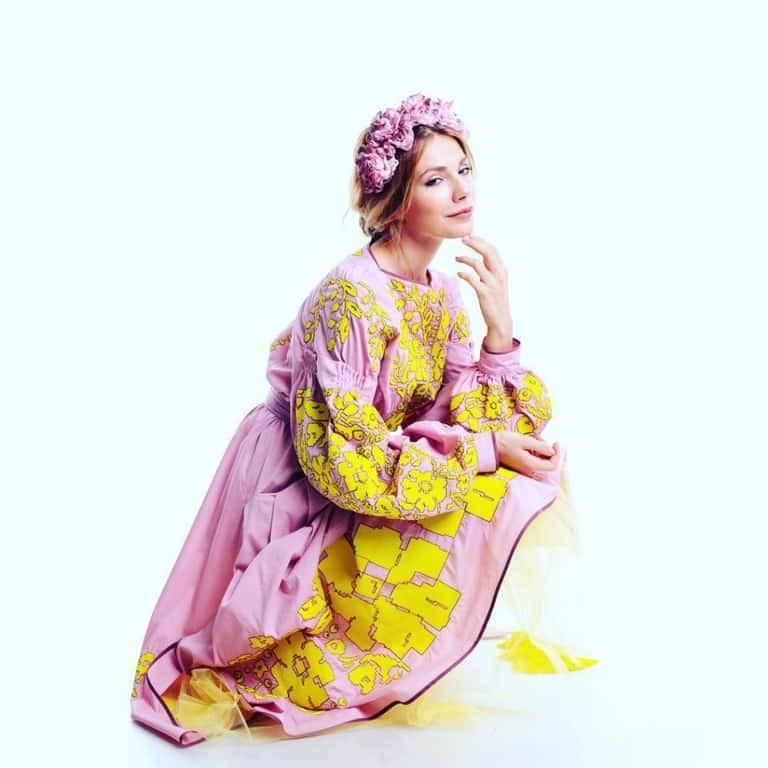 Модная битва: дочь Ольги Сумской и Ксения Собчак покрасовались в одинаковых платьях