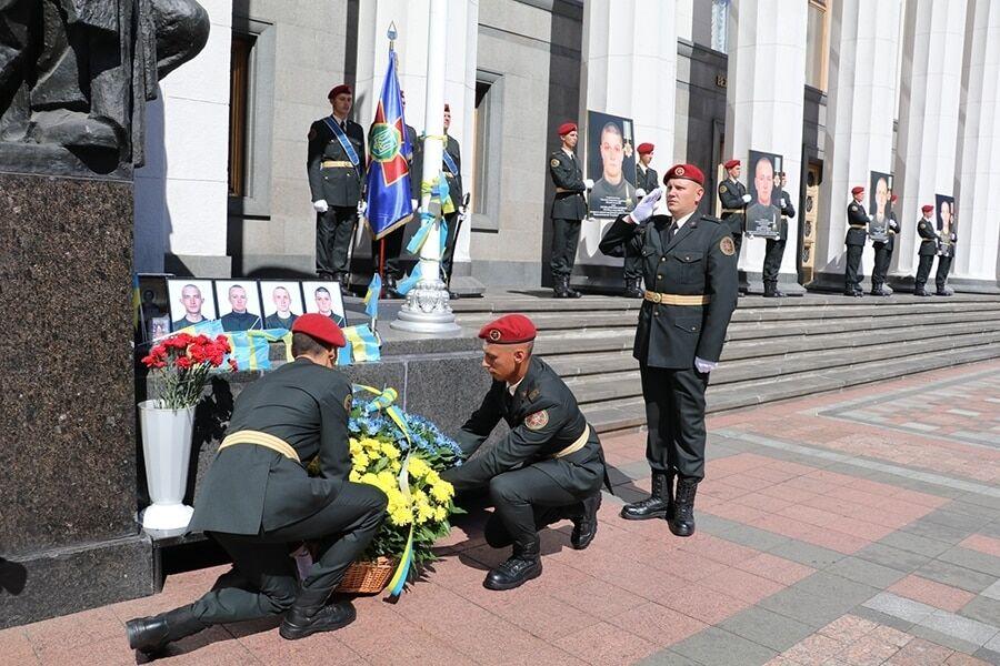 Год спустя: под Радой почтили память погибших от взрыва гранаты Нацгвардейцев