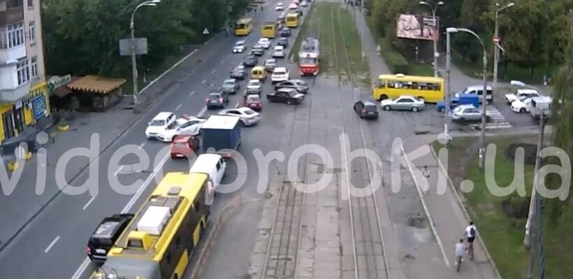ДТП с авто полиции на Куреневке в Киеве: появилось видео момента столкновения