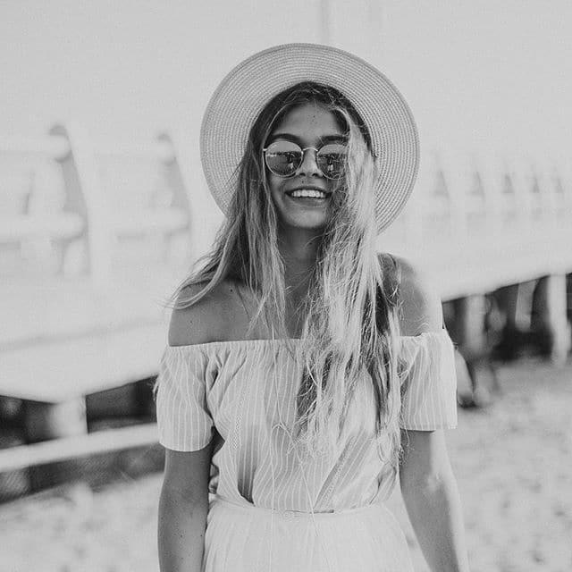 Дочь Веры Брежневой поделилась нежной семейной фотосессией на пляже