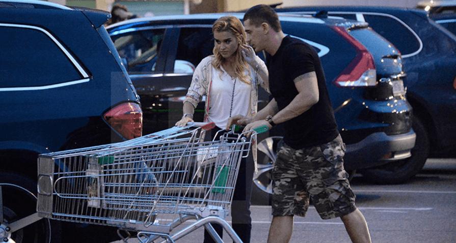 Ксения Бородина помирилась с Курбаном Омаровым: фото пары на шопинге