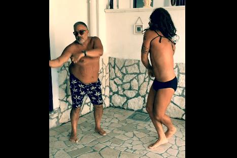 """Итальянские комики высмеяли """"танцующего миллионера"""" Джанлуку Вакки: видеофакт"""